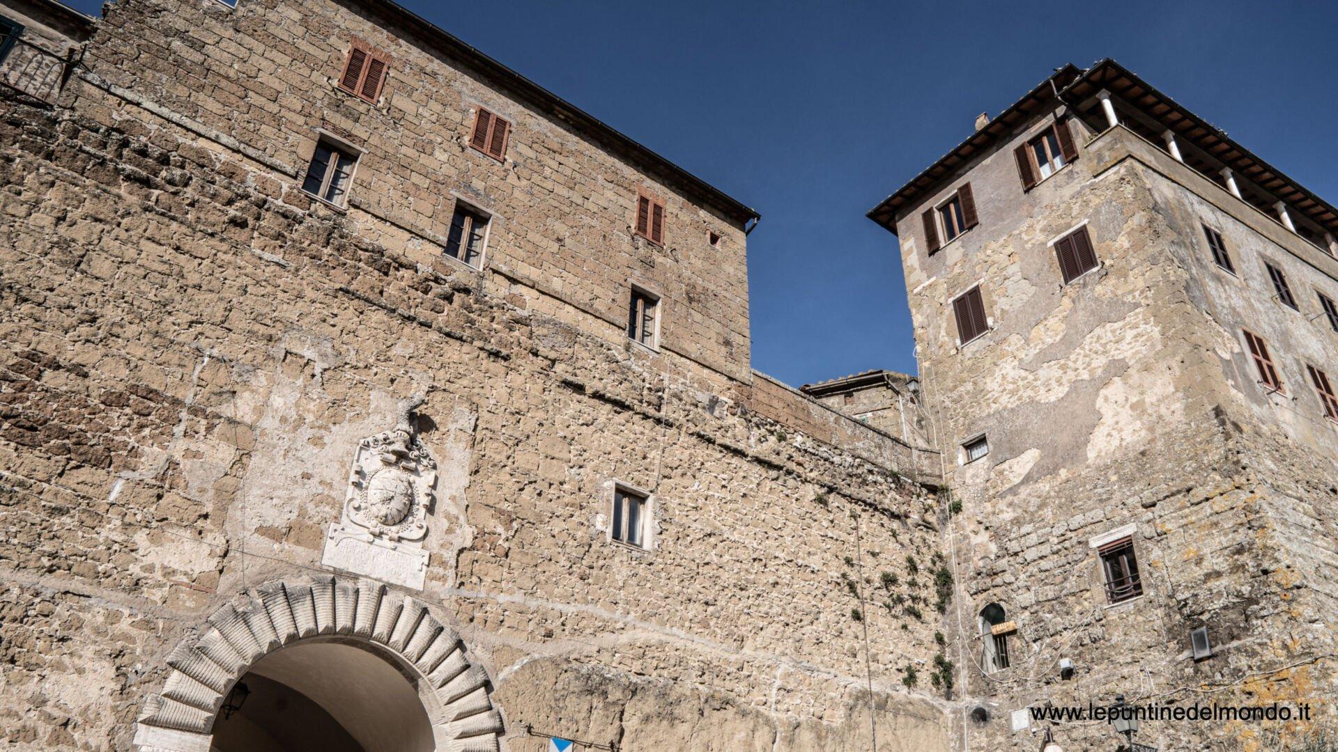 Borgo di Pitigliano GR in Camper Toscana Italia